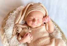 mengasuh bayi